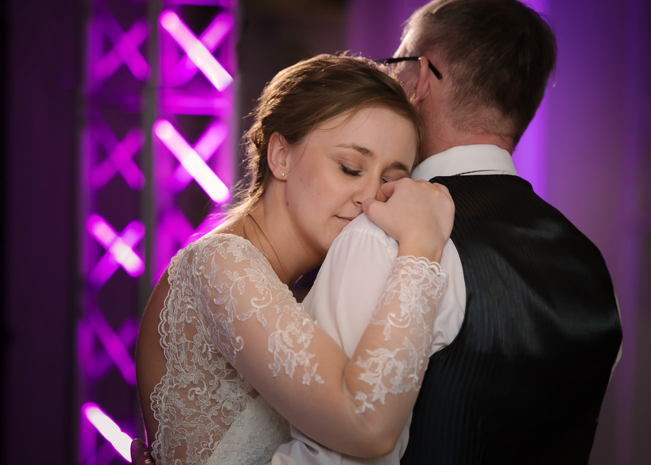emotional father daughter dance at Froyle Park wedding
